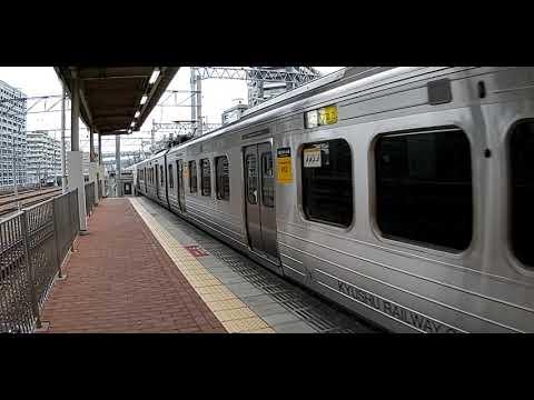 813系発車それと8番のりば813系3両+817系4博多駅4両入線 - YouTube