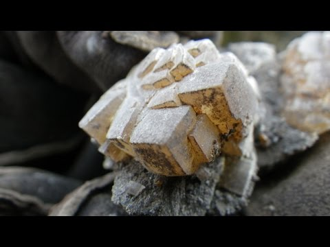 Rockhounding for Crystals in Niagara Falls Ontario