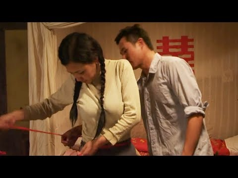 【一米电影】老公扔下娇妻去打工,一走就是8年,邻居大叔只能帮他照顾妻子
