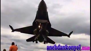 atraksi pesawat jet terbang rendah di atas kepala