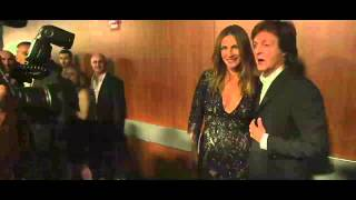 Gambar cover Paul McCartney backstage at the 2014 GRAMMYs