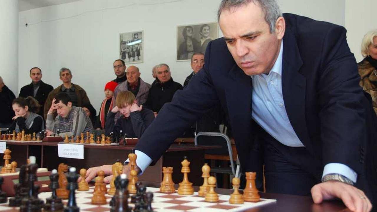 Картинки по запросу фото Каспаров анализирует