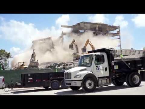 Demolición final del antiguo edificio del Miami Herald