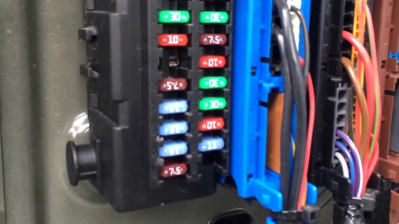 hight resolution of 2008 saab 9 3 fuse box location youtubefuse box on a saab 93 16