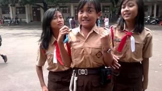 Download Video Tiga Gadis Cantik Malu-malu  Pamer Kebolehannya MP3 3GP MP4