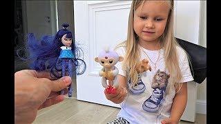 Алиса играет с куклами ЛОЛ и Барби ! Как весело провести время !