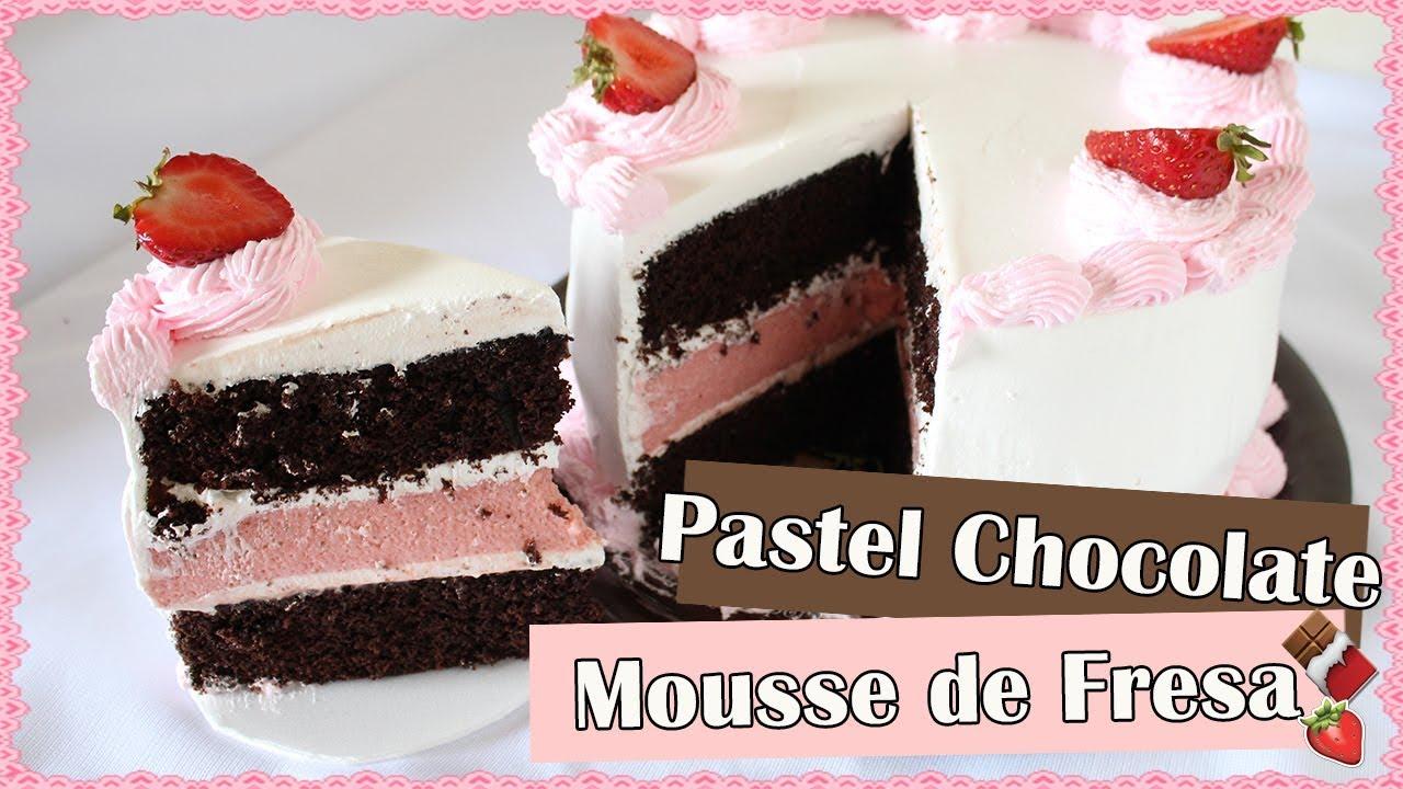 Pastel de chocolate con relleno de mousse de fresa - acomerpe.com