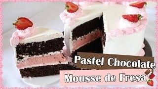 Pastel de Chocolate con Relleno de Mousse de Fresa
