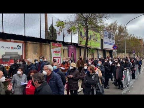 In Sicilia si presentano in migliaia per Open weekend dei vaccini