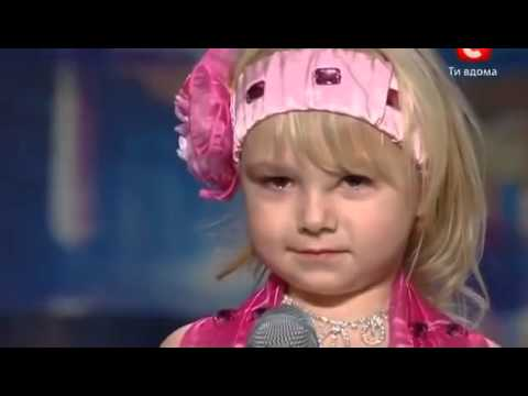 Menina de 4 anos surpreende plateia com dança do ventre