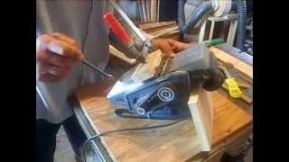 Приспособление для установки ножей электрорубанка(Ручной электро рубанок. Заточка, установка ножей. Использование самодельных приспособлений., 2014-07-10T18:55:08.000Z)