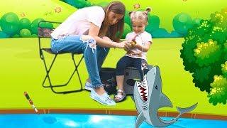 Лиза и мама пошли на рыбалку Видео для детей