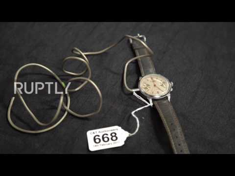 UK: Garrote wire and fountain pen dagger - WWII British spy weapons go up for auction