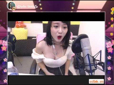 Clip idol Uyen Betty hát Nụ Hồng Mong Manh cực bốc bị Tụt áo suốt :))