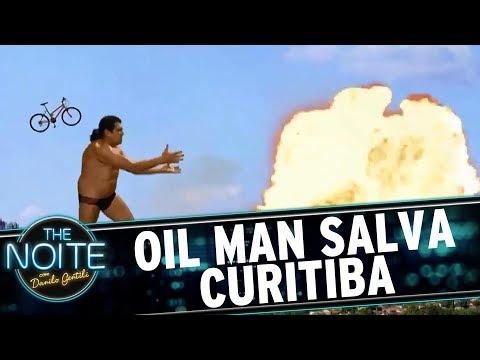 Oil Man salva Curitiba | The Noite (18/07/17)