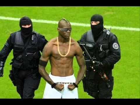 Sepak bola lucu Gambar pemain Balotelli  YouTube