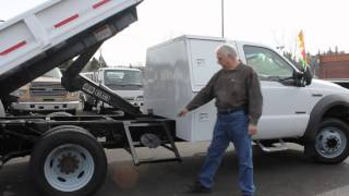 Town and Country Truck #5923: 2005 FORD F450 2-3 Yard Dump Truck