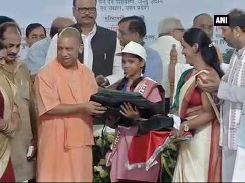 CM Yogi flags off 'School Chalo Abhiyan' - ANI News