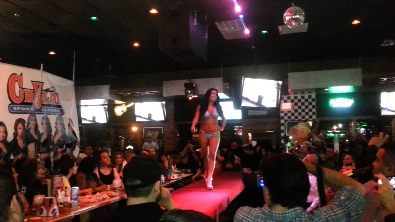 Vikini show en chula's sport bar - YouTube