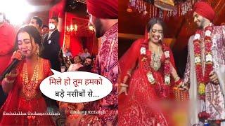Neha Kakkar Live Singing Mile Ho Tum Humko for Rohanpreet Singh at Wedding Reception | Cute Jodi