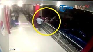 Download Video WADUH, Sipir di-OTT saat Terima Paket 'Barang Haram' di Gerbang Lapas Lubukpakam MP3 3GP MP4