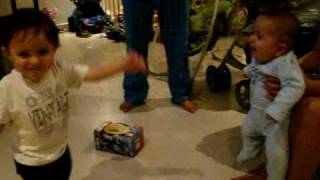 BanBan bailandole a Leo