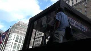 Our Visit with David Arquette in a Plexiglas Box in NYC(, 2009-07-19T05:42:47.000Z)