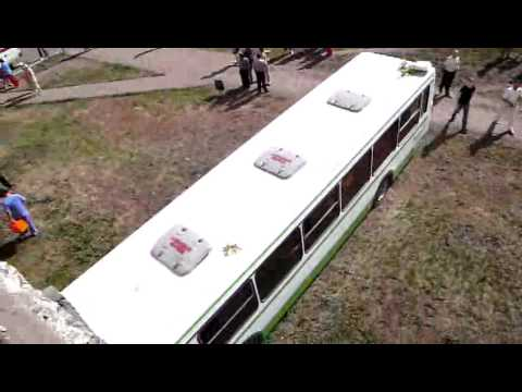 Автобус въехал в дом. Оренбург, улица салмышская