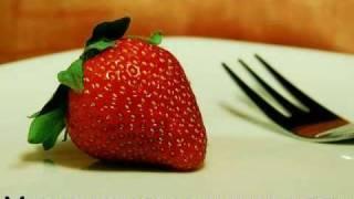 Zeitraffer - verschimmelte Erdbeere