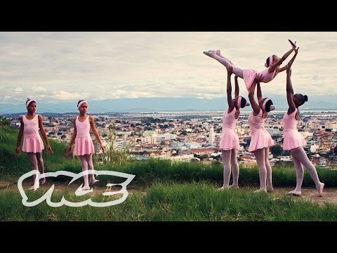 The Teenage Girls Building Their Own Ballet School in a Rio Favela - VICE