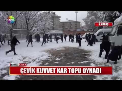 Çevik Kuvvet kar topu oynadı
