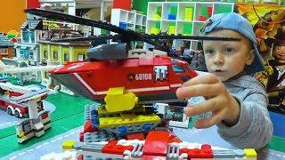 Весёлый Лёва Играет в LEGO CITY Пожарным Вертолётом и Скорой Помощью