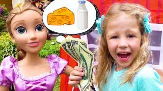Nastya çiftlik hayvanları ve çocuklar için oyuncaklar ile çiftlikte oynuyor