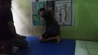 Pengobatan syaraf kejepit dan terapi tulang belakang Abdul manaf Wa. 085221258188 pijat saluran urat.