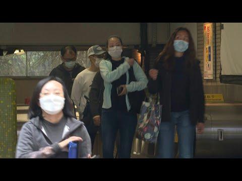 Quelle efficacité des différents types de masques contre le coronavirus? | AFP News