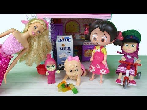 niloya barbie masha şirinler niloya bebek barbienin bebeğine bakıyor
