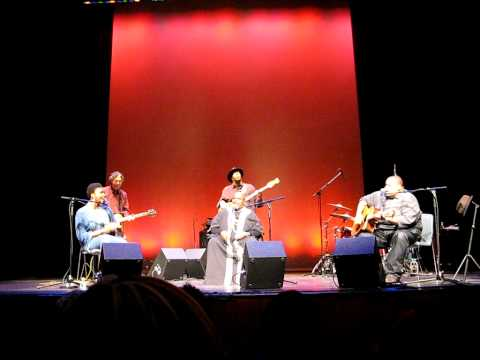 Lizz Wright, Bernice Johnson Reagon and Toshi Reagon - This little light of mine