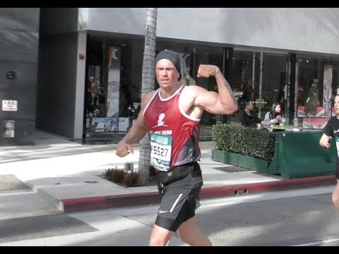 Shameless star, Steve Howey finishes the L.A. Marathon at 3:58:26