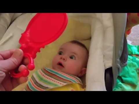 Baby v mirror