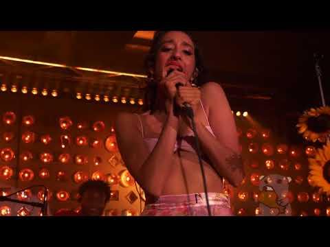 Raveena - Honey [4K] (live @ Baby's All Right 7/27/18)