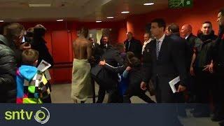 Video Mario Balotelli half naked as Neymar and Buffon give interviews! download MP3, 3GP, MP4, WEBM, AVI, FLV Juli 2018