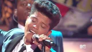 Bruno Mars - Valerie (Amy Winehouse Tribute) HD