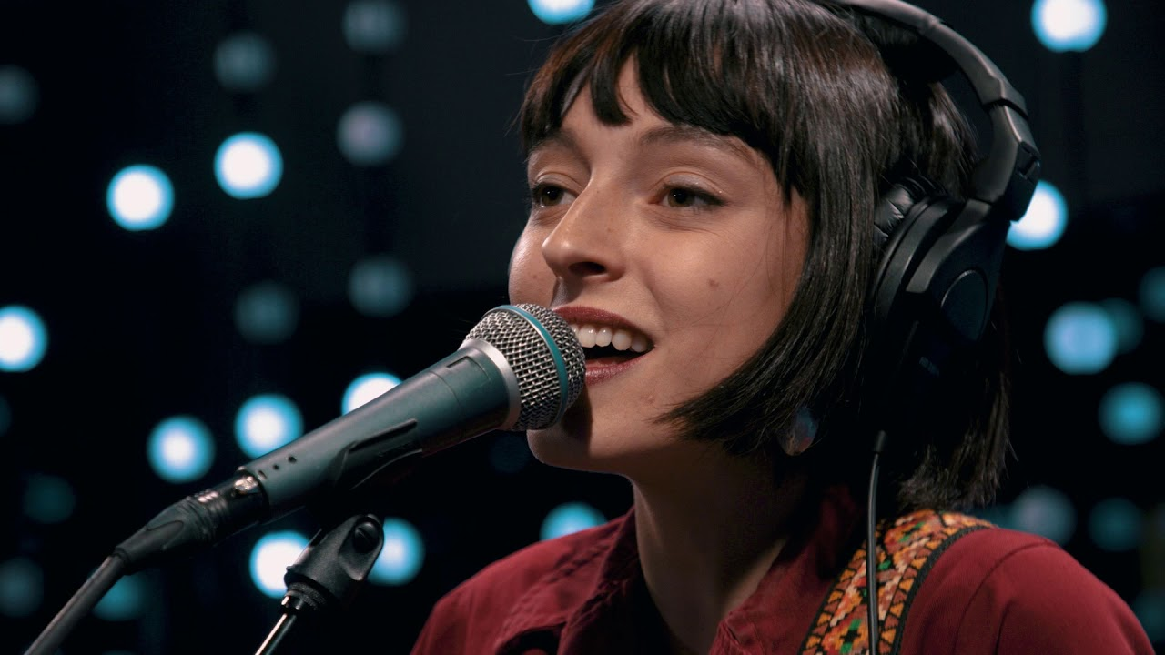 Stella Donnelly - Watching Telly (Live on KEXP)