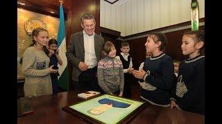 Радий Хабиров устроил экскурсию по Дому Республики для воспитанников приютов