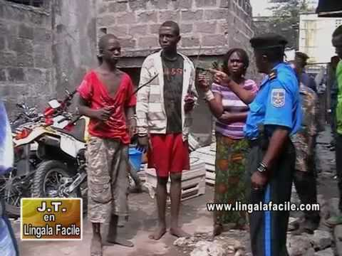 Kuluna babomi avec machettes