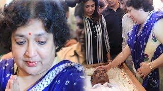 Latha Rajnikanth at Director Mahendaran's funeral