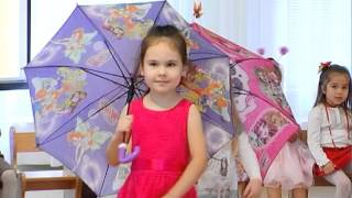 Задорный танец с зонтиками на утреннике в детском саду