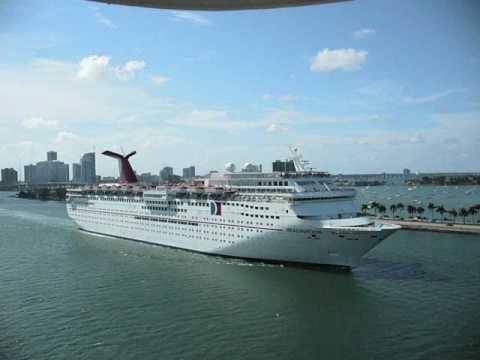 Cruise ship horn battle!! two - YouTube