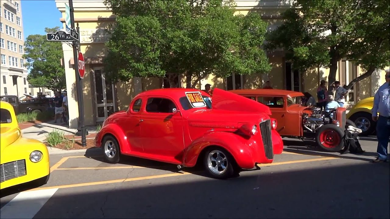 США. Ретро автомобили - выставка-продажа. Cruisin' The Coast in Mississippi