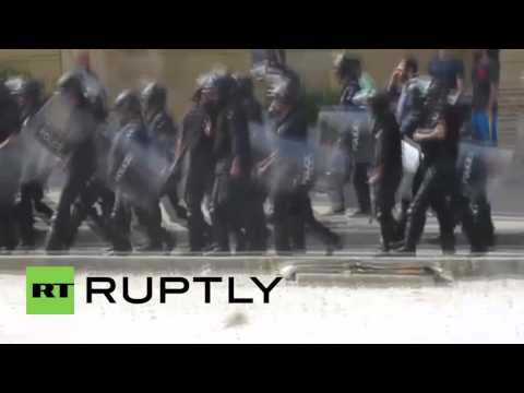 Lebanon: Anti-govt protesters clash with Beirut security forces